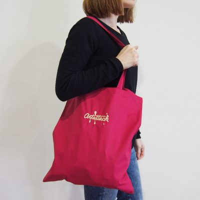 Malinovo červená plátená taška ArtAttack