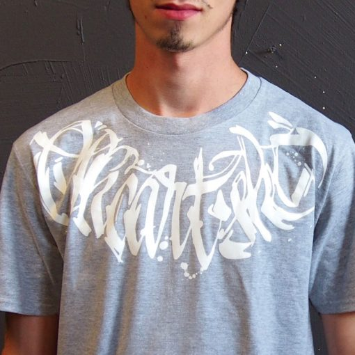 Šedé tričko SKC Art calligraphy