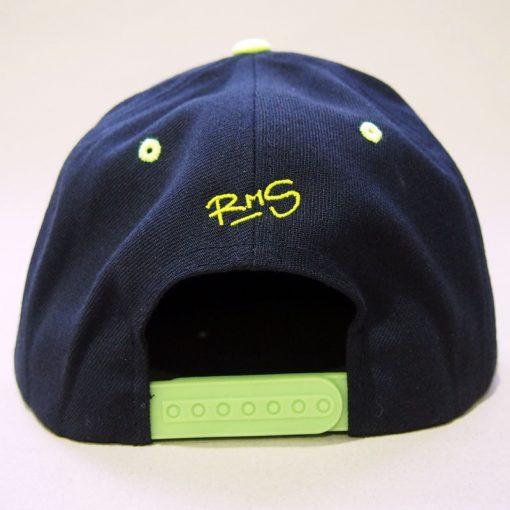 Čierny snapback ajlavmjuzik tag neónovo žlté logo a šilt