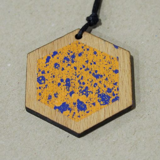 Streetart prívesok hexagon