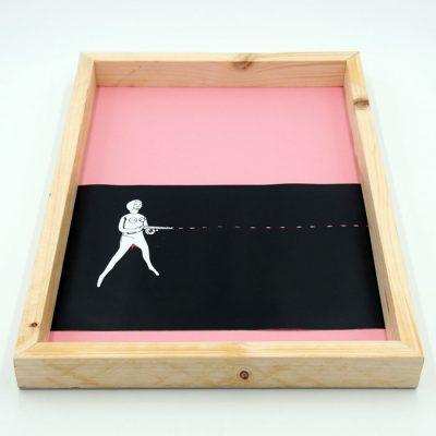 Woman gun - Pangea Boards / grafika v ráme