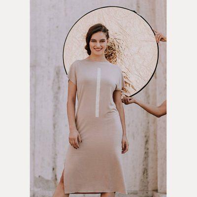 Úpletové šaty béžové s potlačou pásik