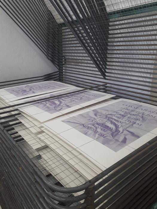 Sušiaci stojan s vytlačenými grafikami