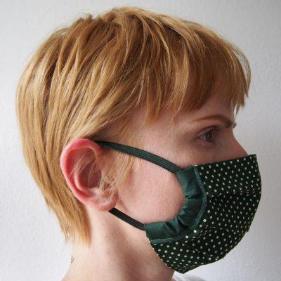 Tmavo zelené bavlnené rúško na tvár s bielymi bodkami