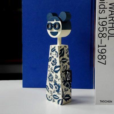 Lola - drevená bábika / soška