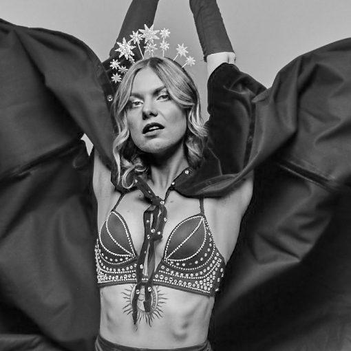 Bratislava Burlesque #2 - Dorota Holubová / foto print v ráme