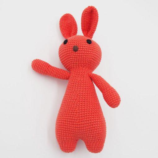 Háčkovaný Zajko, tehlovo červený / detská hračka