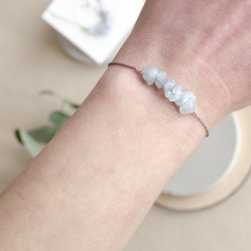 Akvamarín - minerálny kameň + hodvábna šnúrka / náramok