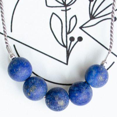 Lapis lazuli - minerálny kameň + hodvábna šnúrka / náramok