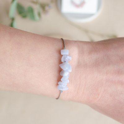 Modrý krajkový achát - minerálny kameň + hodvábna šnúrka / náramok