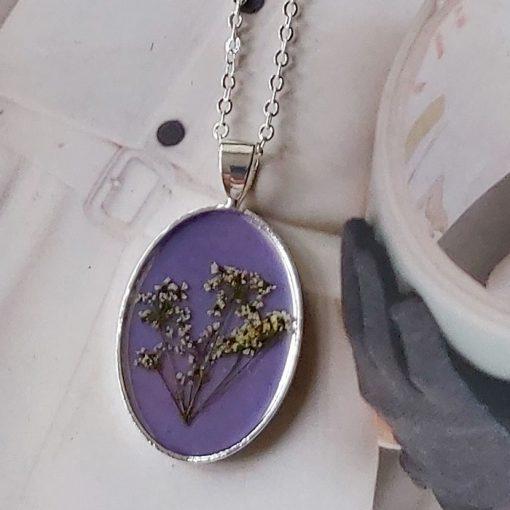 Silver meadow - oval / živicový prívesok